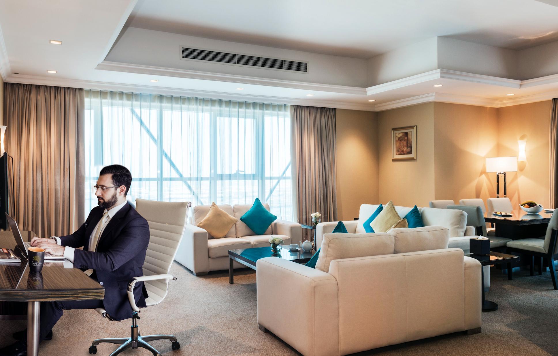 """استمتع بالخصوصية والأمان خلال """"العمل عن بعد""""  مع باقة المكاتب الفندقية في فنادق ومنتجعات جنة"""