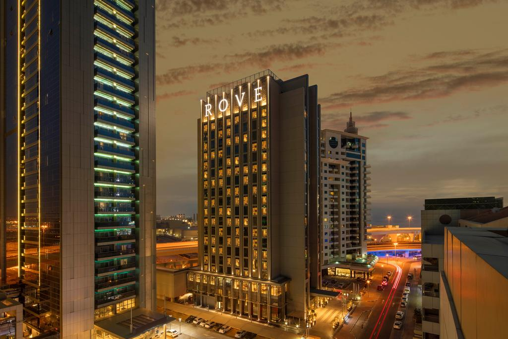 روڤ للفنادق تتيح إمكانية استخدام غرفها الفندقية كمكاتب للعمل عبر تطبيق لتس ورك