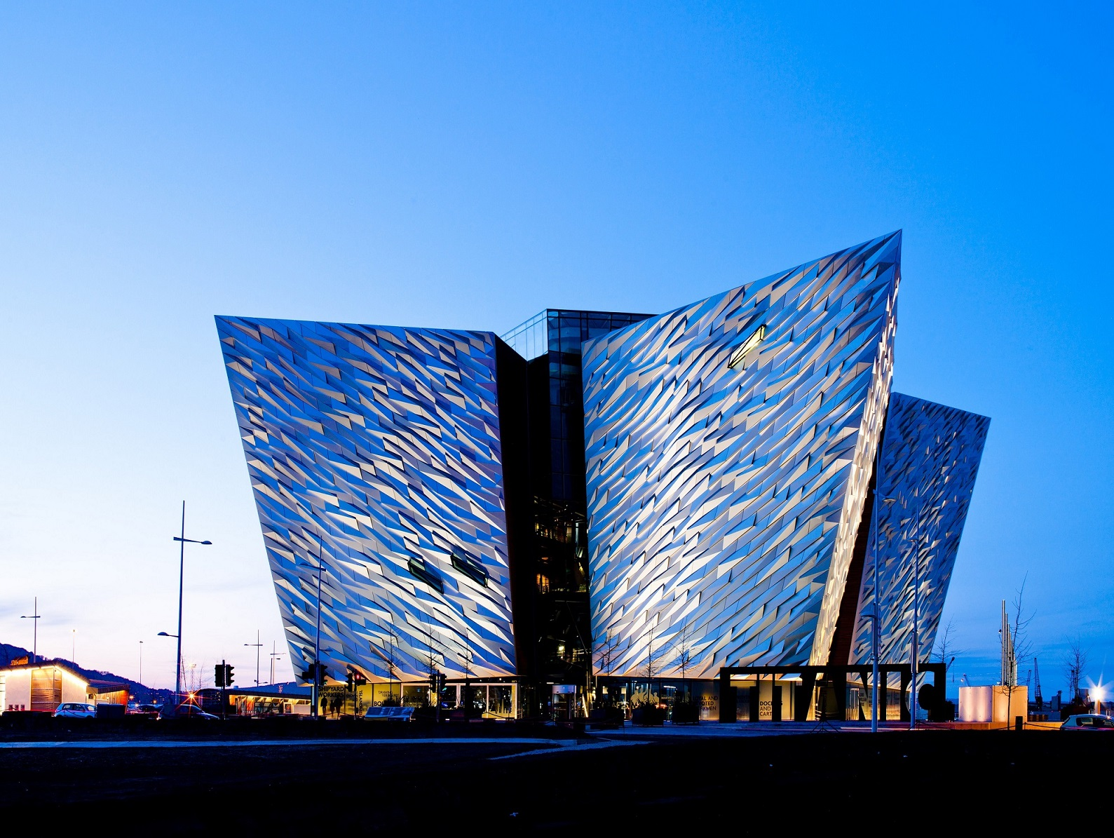 عشر وجهات لسياحة افتراضية من المنزل في ربوع أيرلندا