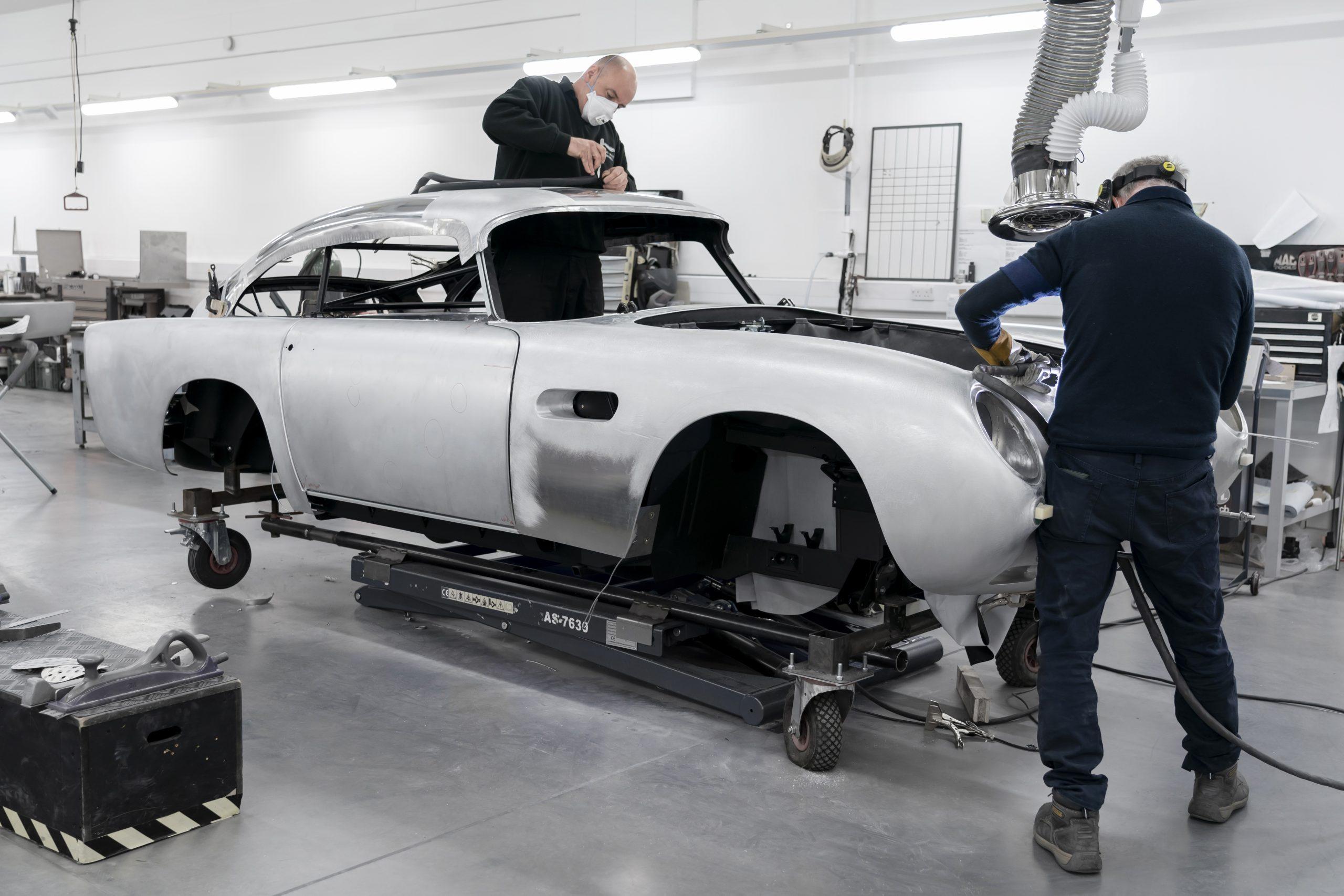 أستون مارتن تواصل عمليات إنتاج سيارة دي بي 5 بعد 55 عاماً