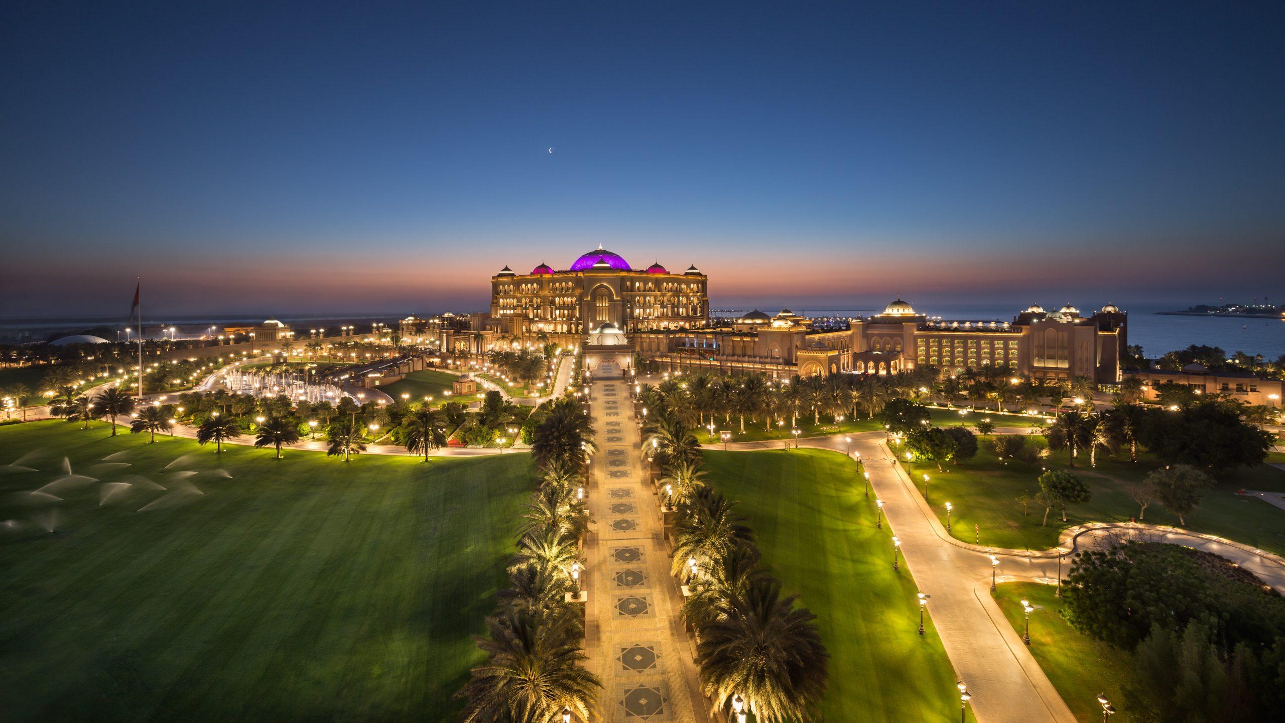 قصر الإمارات يوفر خدمة توصيل  الوجبات الرمضانية الفاخرة إلى المنزل