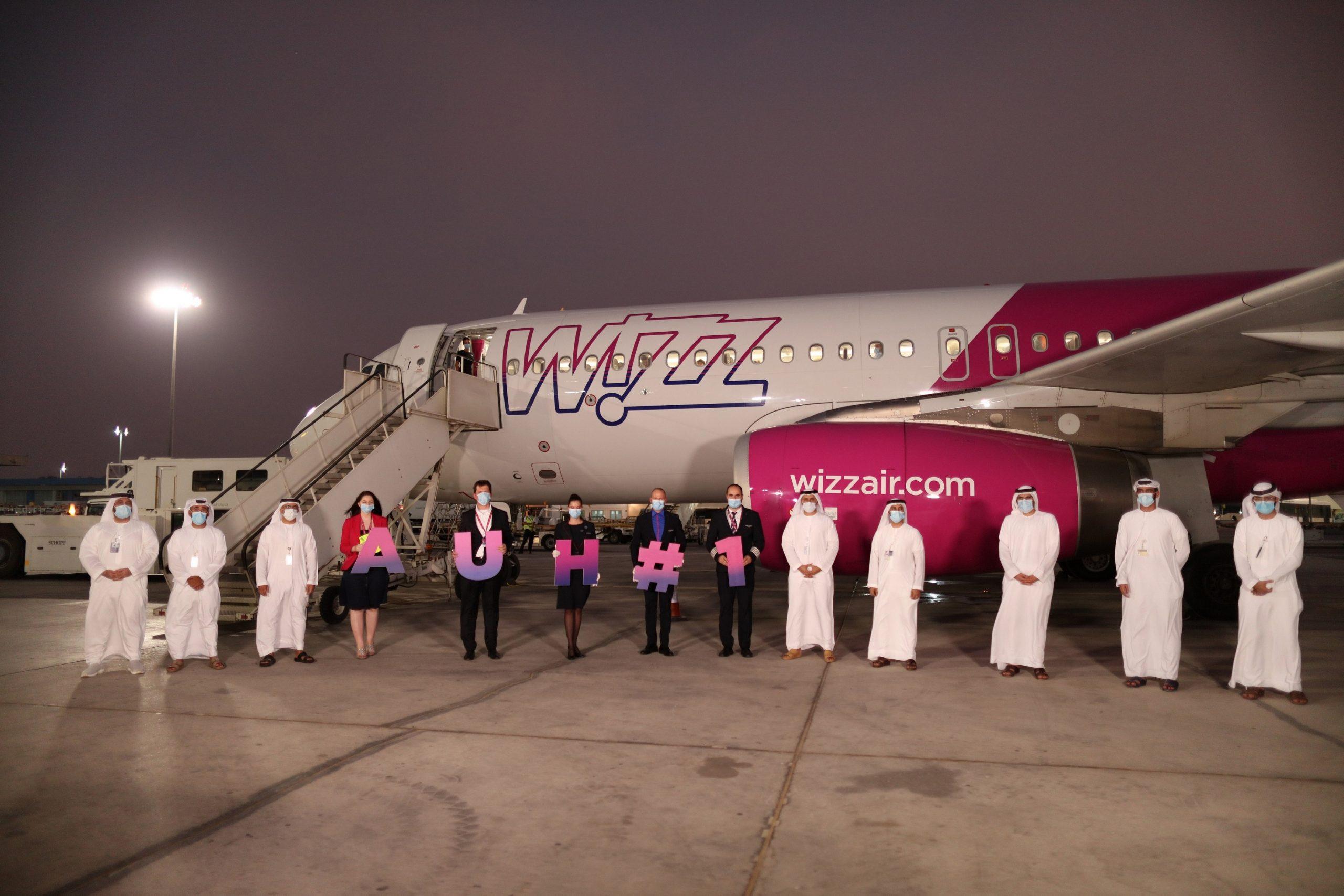 """مطار أبوظبي الدولي يستقبل أولى رحلات شركة """"ويز إير"""" القادمة من المجر"""