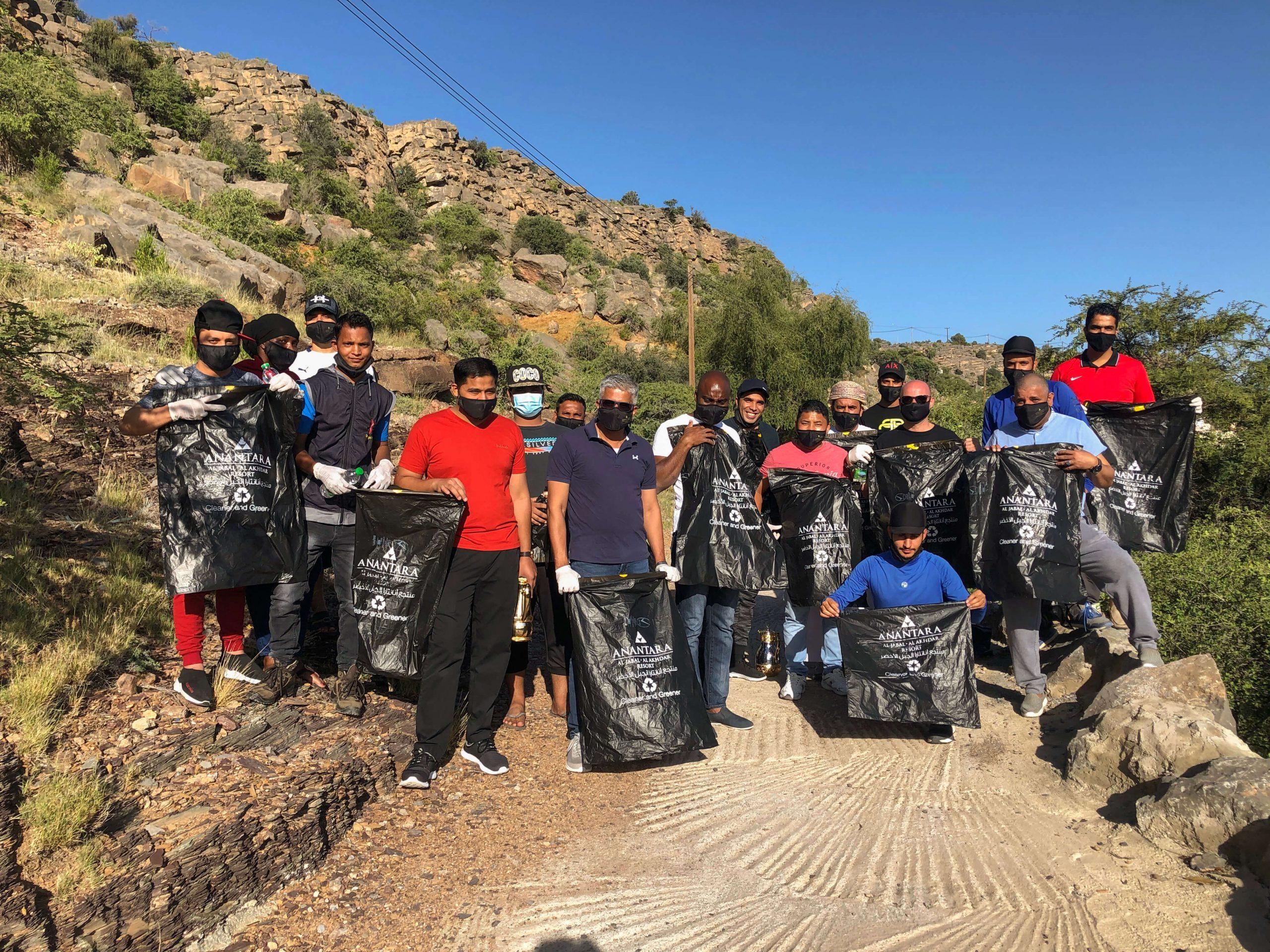 منتجع أنانتارا الجبل الأخضر يزيل 120 كغ من النفايات احتفاءً بيوم النظافة العالمي
