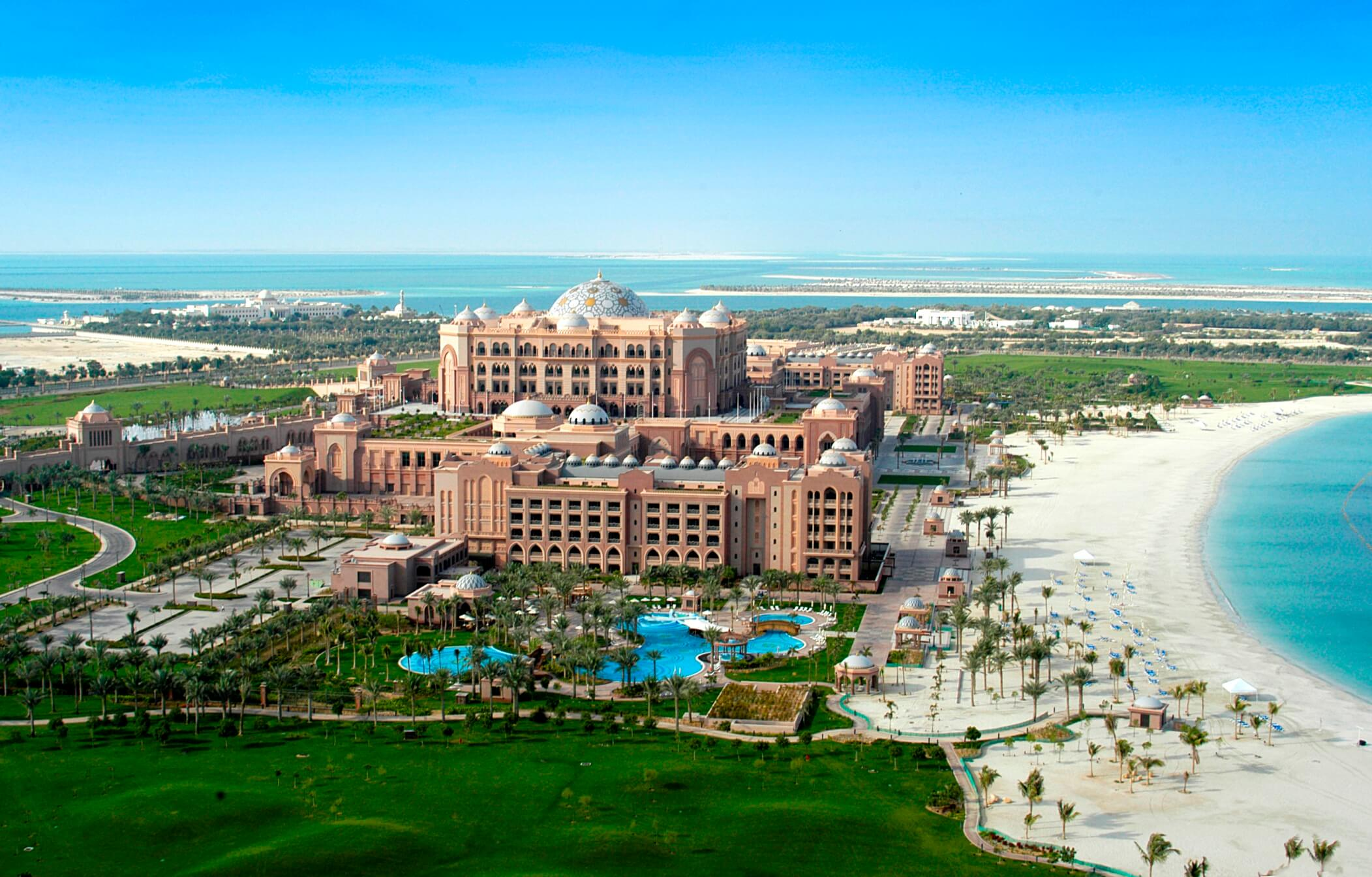 """""""نادي الشاطئ"""" في قصر الامارات يتيح لزواره قضاء أروع الأوقات"""