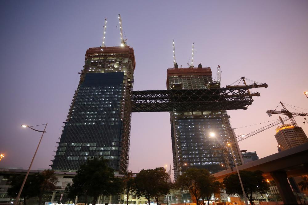"""""""ون زعبيل"""" يسجل رقماً قياسياً تزامناً مع رفع أطول مبنى أفقي معلّق في العالم"""