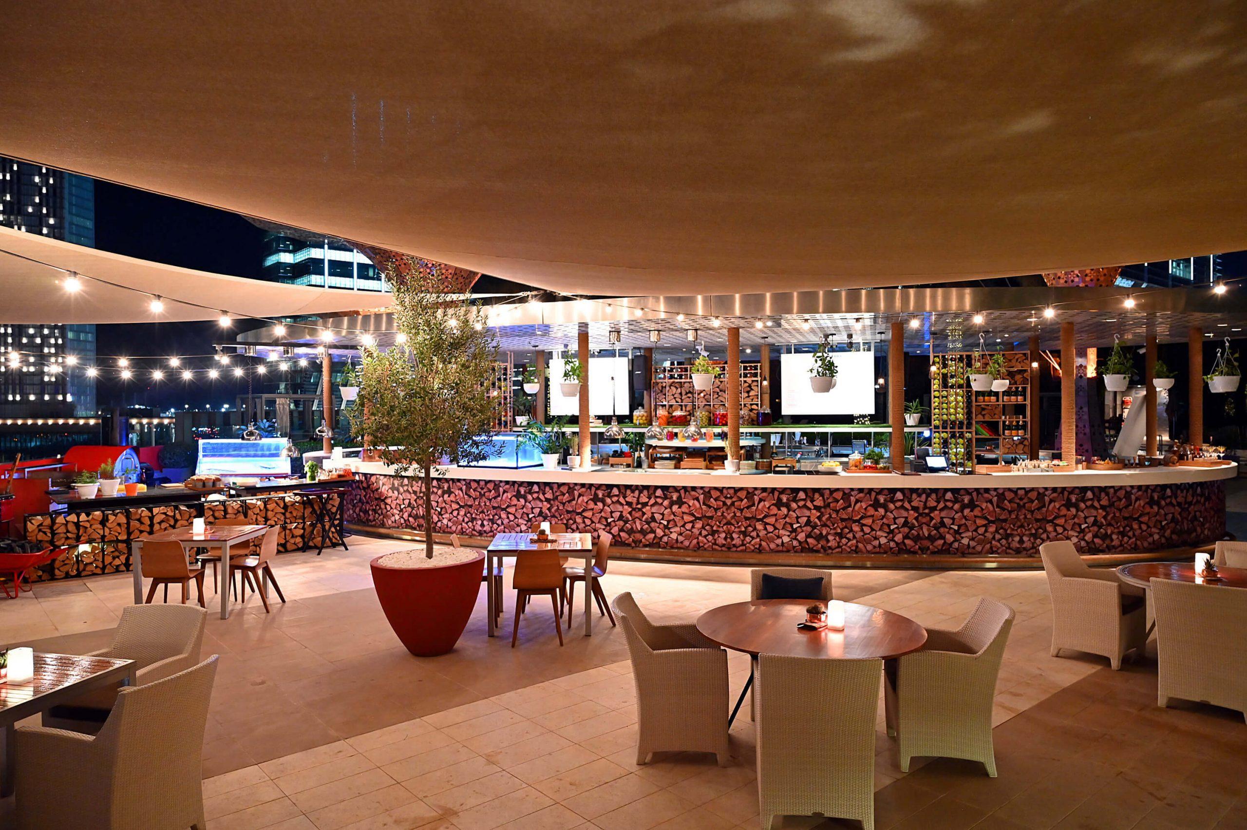 """بداية متألقة للموسم الشتوي في روزوود أبوظبي مع انطلاق أمسيات الشواء """"وود آند فاير"""" بمطعم غلو"""