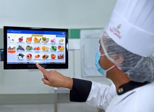 الإمارات لتموين الطائرات تستعين بالذكاء الاصطناعي لخفض مخلفات الطعام بنسبة 35%