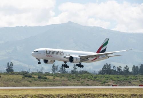 """الإمارات للشحن الجوي تنقل الأغذية والمنتجات سريعة العطب خلال جائحة """"كوفيد-19"""""""