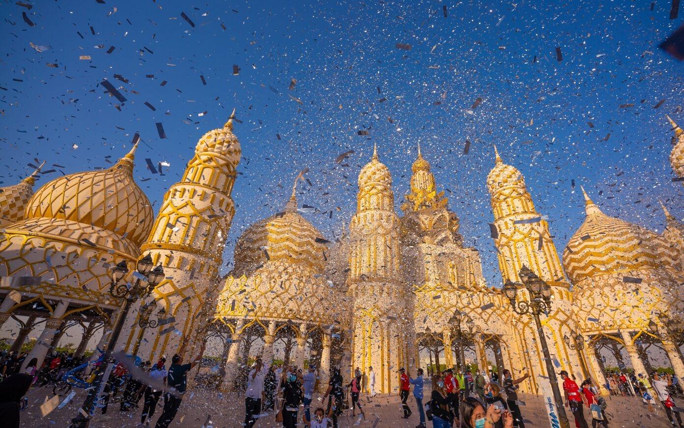 القرية العالمية تستقبل ضيوفها بعالم من الروائع في اليوم الأول من موسم الاحتفال باليوبيل الفضي