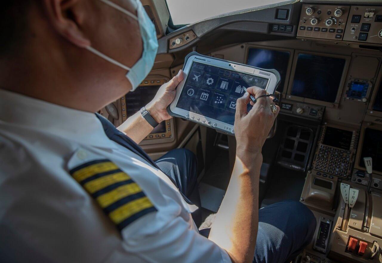 الاتحاد للطيران أول شركة طيران في الإمارات تستخدم السجلات الفنية الإلكترونية (غير الورقية)