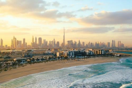 """طيران الإمارات تنقل رسالة """"دبي ترحب بزوارها"""" إلى العالم"""