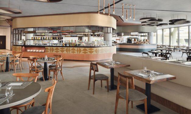 مطعم الرمال يفتح أبوابه للزوار في مبنى فندق ونادي ضباط القوات المسلحة