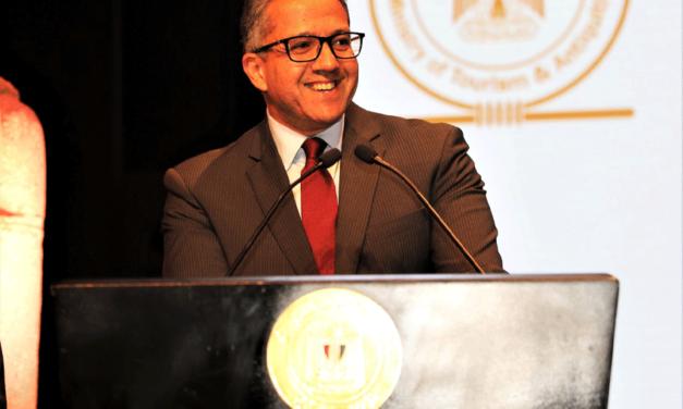 وزير السياحةوالآثارالمصري يستعرض ضوابط السلامة الصحية لتعزيز القطاع السياحي خلال سوق السفر العربي 2021