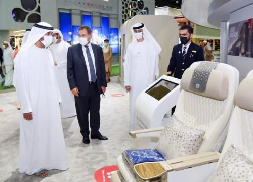 أحمد بن سعيد آل مكتوم يزور جناح طيران الإمارات في معرض سوق السفر العربي