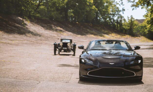 أستون مارتن تقدّم سيارة فانتاج رودستر احتفالاً بالذكرى المئوية لإطلاق سيارة إيه 3 التي تُعد أقدم النماذج الرياضية للعلامة