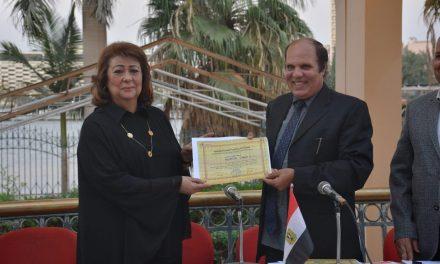 المصرية للتنمية العلمية تكرم جيهان فؤاد لدورها في مناهضة العنف ضد المرأة