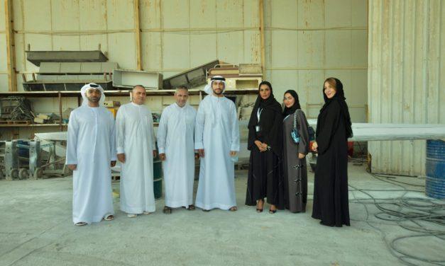 عبدالله الشرقي يطلععلى أحدث قوارب التجديف إماراتية الصنع التي تتميز بتقنياتها المتطورة