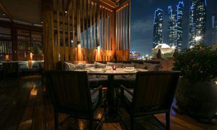هاكاسان أبوظبي في قصر الإمارات يعيد افتتاح تراسه الشهير مع قائمة جديدة